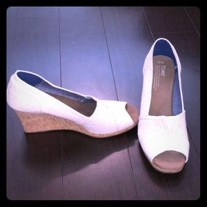 Brand New Toms Wedge Pumps in Cream
